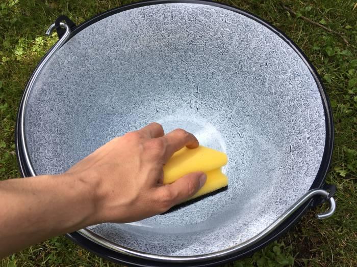 Gulaschkessel reinigen